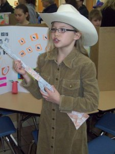 Alexys Scheuerell as Annie Oakley