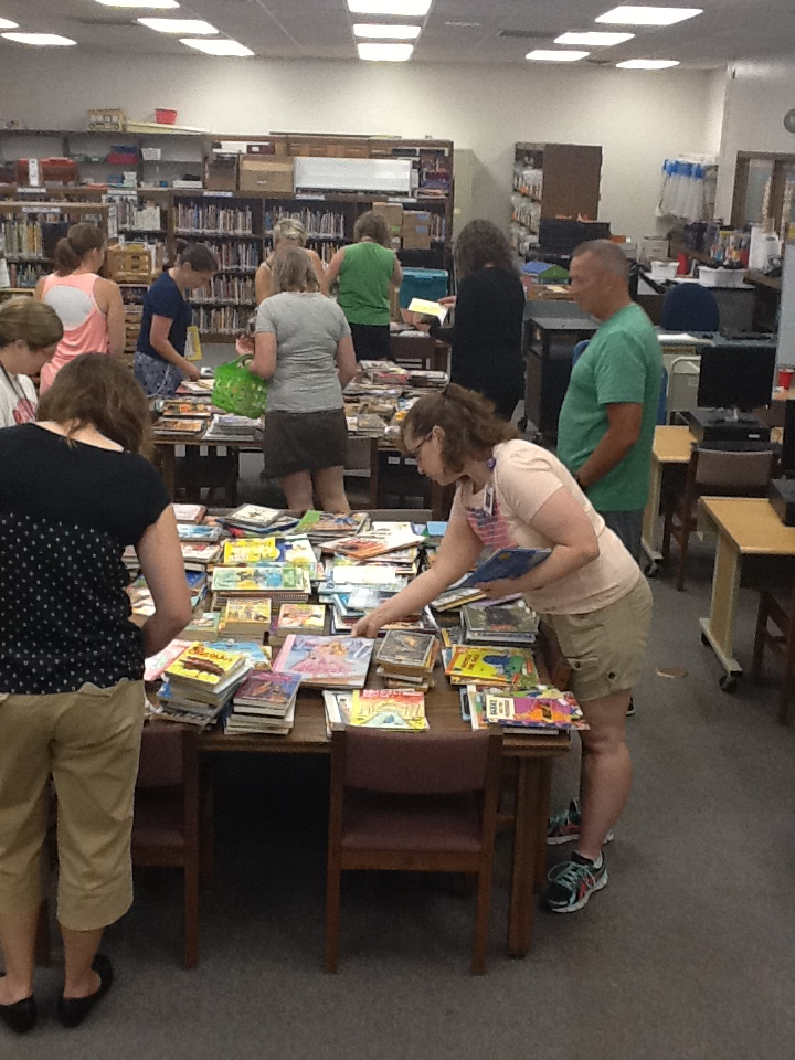 door-creek-books & Door Creek Church donates books to Eagle Point students | DASD News Pezcame.Com
