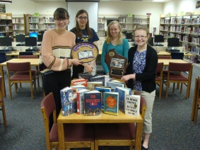 Four high school students, Battle of the Books winners